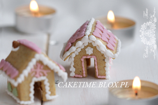 mini gingerbread house cup sitters gingerbread icing recipe 4 the love of family. Black Bedroom Furniture Sets. Home Design Ideas