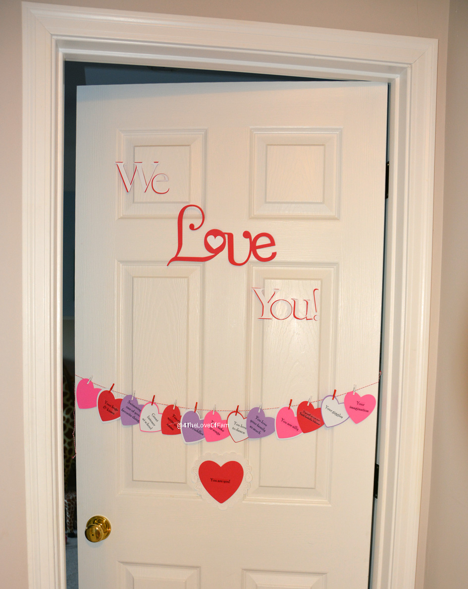Countdown To Valentine\'s Day Hanging Hearts Door - 4 The Love Of Family